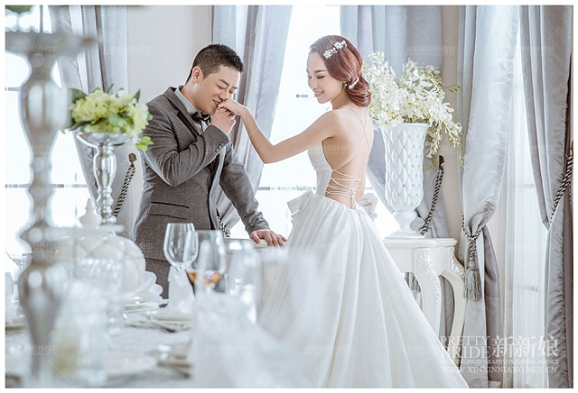 婚纱摄影简单的五 疼 美姿法图片