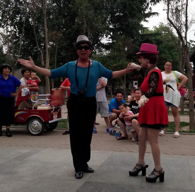 廖昌永演唱的《梅花吟》歌谱-者遇到一对夫妻唱歌跳舞达到了忘我的境界,一招一式,一步一吟都十